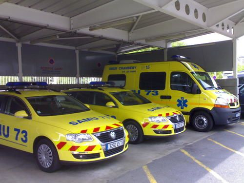 http://a7.idata.over-blog.com/500x375/0/26/37/94/photos-ambulances/06052008112.jpg