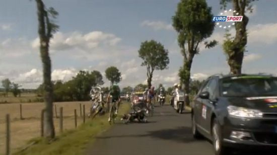 http://a7.idata.over-blog.com/550x308/2/48/64/38/Buzz/france-tele-fauche-2-coureurs.jpg